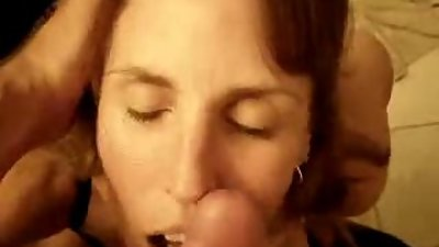 Submitted milf mommy taking a facial (Milfs and Moms)