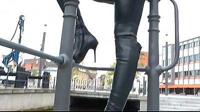 Best Mom Walking Flashing Leather Thighboots See pt2 at goddessheelsonline.co.uk