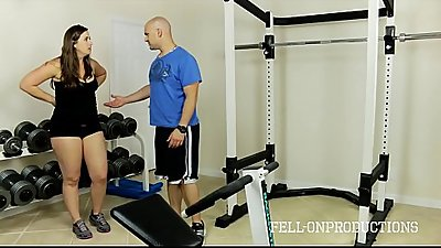 Workout Stepmom'_s Hot Wet Pussy in Gym