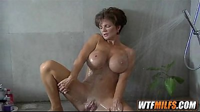 Mature woman is still horny 5