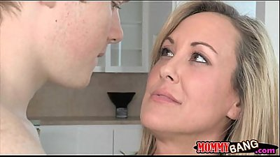 Teen Madison Chandler and busty MILF Brandi Love 3some
